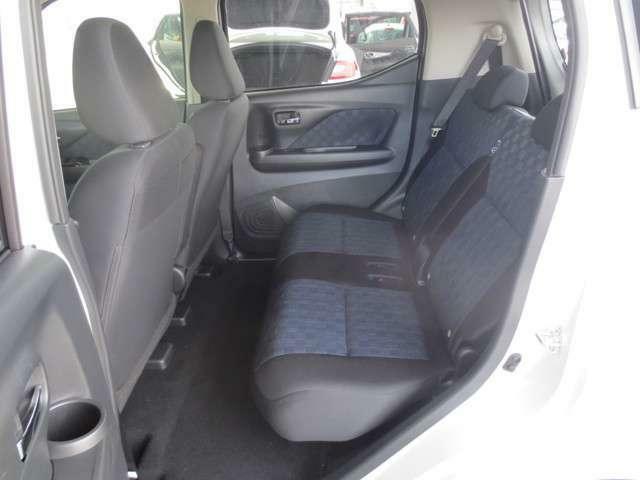 後部座席も広々としており、同乗者の方も快適にくつろぐことが出来ます!