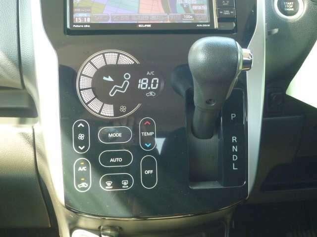 エアコン操作もタッチパネル式で使いやすい!