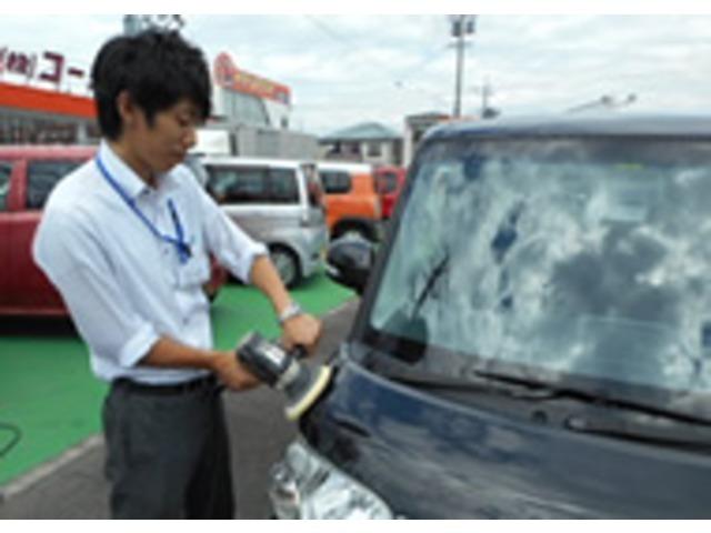 Aプラン画像:大きな傷や凹みがある場合は先にきれいに直します。※コーヨーには自社板金塗装工場があります。お客さまに気持ち良くご覧いただけるよう車両の掃除を行いピカピカにします。
