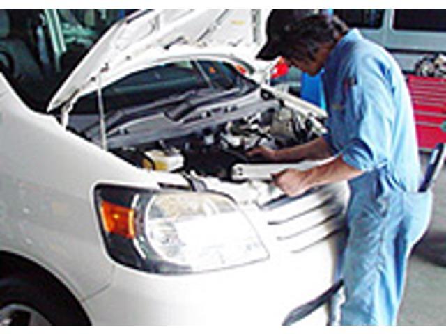整備を担当した整備士自身が車両をチェック!その後、主任検査員による最終検査を行い不良箇所がないか再検査します。