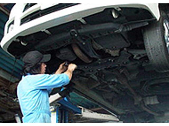 2.整備車検が切れている車はもちろん、ある車も、車検に準ずる整備項目を全て点検し、売約車チェックで発見された「要整備箇所」を整備します。