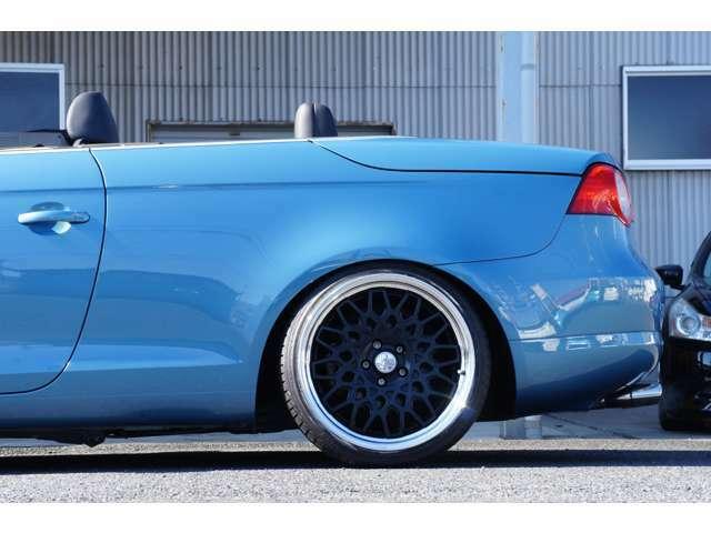 リアホイール詳細。9.5J+40に装着タイヤはフロントと同じく225-35、タイヤ残量は8部山です。リムカラーはバフアルマイト、ステップリムです。