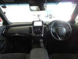 低フード化でボンネットフードが良く見え、車両感覚を把握しやすい前方視界を確保しています。