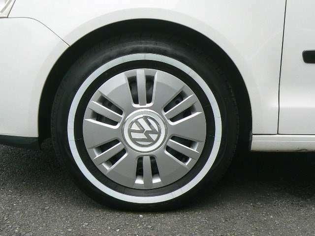 新品ホワイトリボンタイヤにVWホイルカバー合わせました。