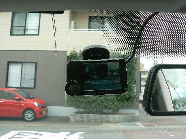 ドライブレコーダーもついております。