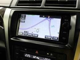 安全を考慮し、視線移動の少ない位置にセットされたT-Connect対応の純正SDナビ!CD、DVDビデオ、フルセグTV搭載です。