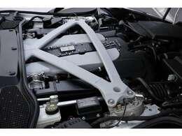 5.2L V12気筒DOH48バルブ 5200ccツインターボ、608ps/71.4kg、