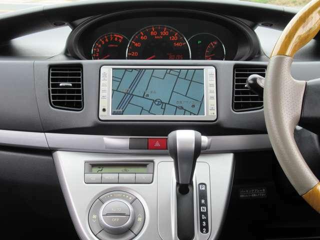純正HDDナビ♪オートエアコンですので車内の温度を一定に保て快適です♪