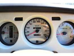 走行15万キロと距離が走っているように感じますが、20年以上前の車です。しかしながらメンテナンス次第でこれからも安心してお乗りいただけるお車です★
