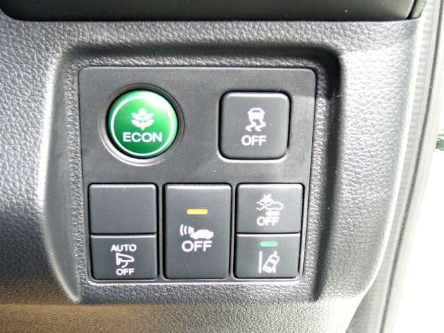 レーンキープアシストシステムのメインスイッチとVSA(ABS+TCS+横滑り抑制)の解除スイッチがついています。燃費に役立つエコボタンもワンプッシュでON/OFF