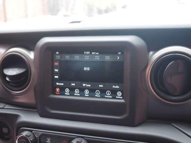 7インチタッチスクリーンが装備されており、バックカメラの映像や車輌の設定を行えます。