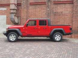 全長5m54cmとアメリカのフルサイズピックアップトラックよりも一回り小さく、日本でも乗りやすいサイズになっております。