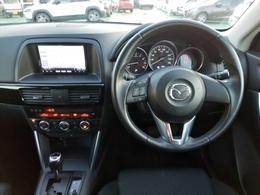 前席の中央を軸のように貫くコンソール、水平基調のデザインが際立たせる広がり感と安定感で洗練された上質さと心地よさで乗る人を包み込むインテリアをぜひご確認ください!