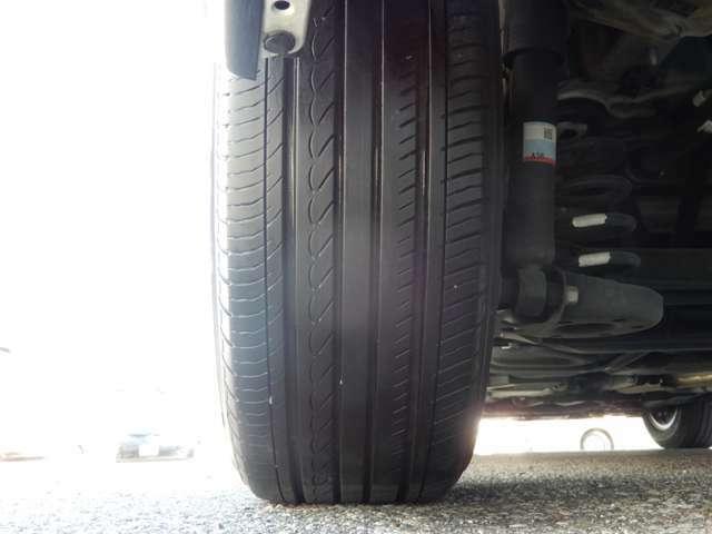 タイヤのヤマは4本ともまだまだあります。