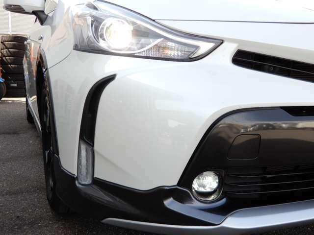 オプションのLEDヘッドライト、助手席/バックドアスマートエントリーシステムのLEDヘッドライトセットです。