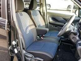 前席左右ともに電熱式のシーとヒーター付きで寒い朝もヌクヌクです。運転席は高さ調整も可能です。