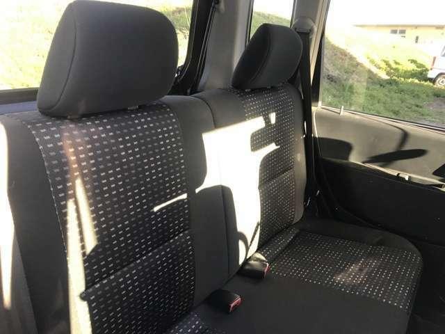 後部座席も綺麗です。広さは申し分ないです!