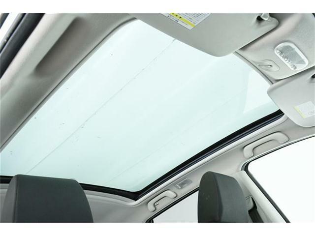 人気装備のガラスルーフ搭載!開放的な車内で快適ドライブ♪