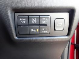 アドバンストキーのスイッチ操作でリアゲートを開閉する事が可能です。またパワーリフトゲートにあるクローズスイッチで、使う方の体格などに応じて開度を調整できます。