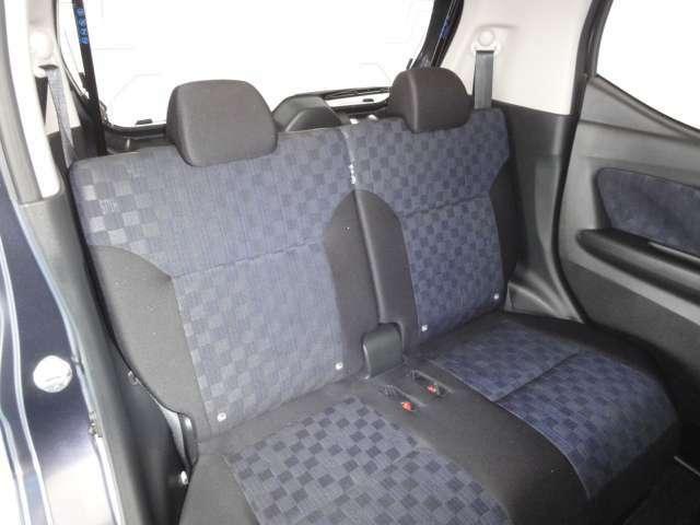 後部座席もゆっくりと座ることができます。