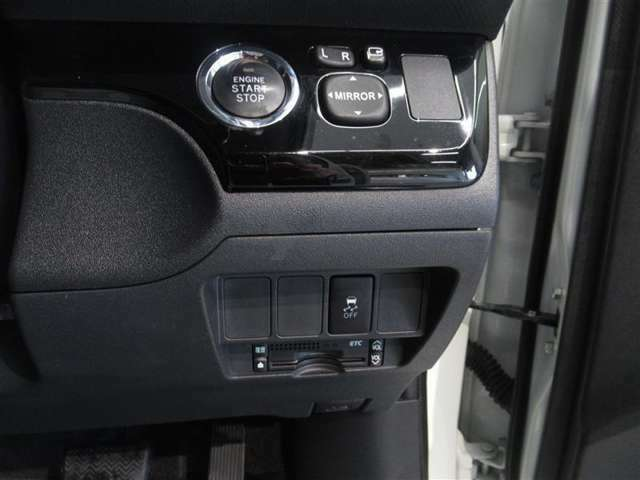 エンジンを始動させるのは、ブレーキを踏んでこのボタンを押すだけ キーを差す必要もキーを回す必要もありません