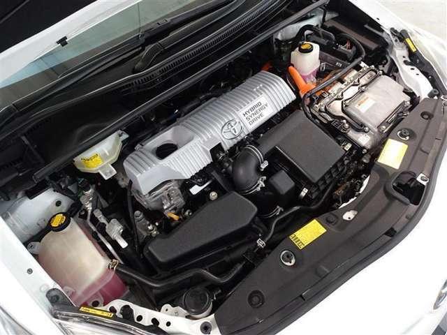 1800ccのガソリンエンジンと強力なモーターのハイブリッドシステムを装備してます。低燃費でパワフルな心臓部です。