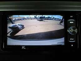 【バックモニター】ナビと並んで定番のバックモニター^^♪シフトを「R」に入れるとナビ画面に後方映像が表示されます♪車庫入れやお買い物などの駐車時に便利ですよ♪