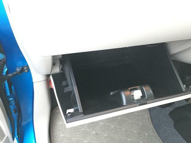 車検証入れなどを収納できるグローブボックスです。