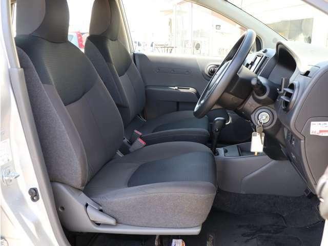 【運転席シート】・・・一番多く乗り降りするシートですが大きなスレや切れもなく非常に綺麗な状態です☆ 是非一度お車をご覧になってみて下さい♪ お問い合わせは 0078-6002-734563 までお気軽にお電話下さい!