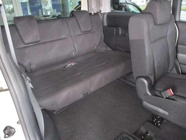 サードシートもゆったりできます、又、床下に収納出来ます。