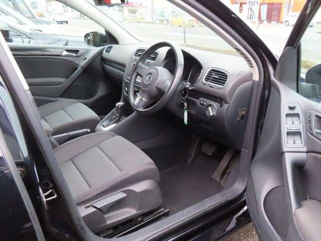 静粛性にこだわった設計で、遮音フロントガラスの採用やボンネット、タイヤハウス等に遮音材を配置し快適な車内空間となっています。