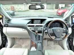 低走行&充実装備のお買得なレクサスRXバージョンLが入庫しました♪4WDの希少車につき早い者勝ちのお買得車です☆