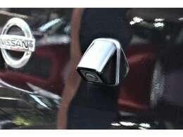 バックカメラ 「車を後進させる際に後方の映像を映し出すカメラで、その映像はカーナビゲーションのディスプレイに表示されます。バック駐車が苦手な方でも安心して駐車していただける機能でございます。」
