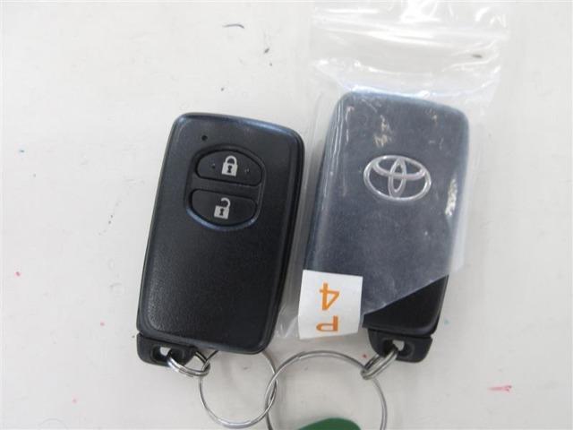 ドアハンドルでロックや解除ができるスマートエントリー。キーがバッグやポケットでもOKです。