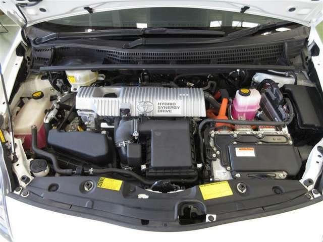 600Vまで昇圧した電流で駆動用モーターを動かし、エンジンとのWパワーで高速道路の合流もスムーズです。
