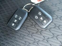 解錠・施錠、パワースライドドアの操作も可能な多機能スマートキーです。