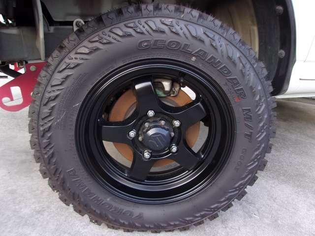 タイヤは新品のBRIDGESTONE195R16CM/Tです。