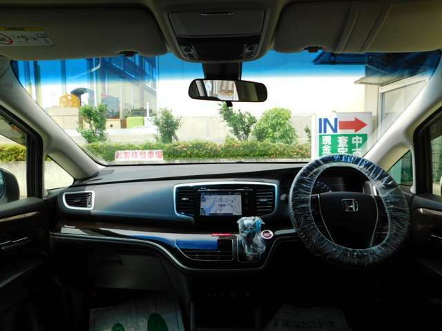 前窓の視界も広く運転がしやすいです!当店では、車両販売や買取、車検、点検その他一般整備、板金修理、任意保険などなどお車のことならなんでもお任せください!お店でトータルサポートいたします!