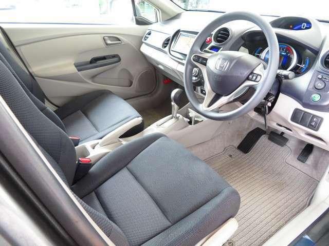 シンプルながら、機能性溢れるインパネ廻りです♪運転席からは視界性も良く運転しやすいです♪♪