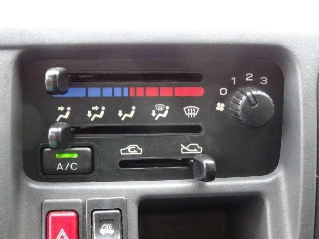 ★もちろんエアコン付きで暑い夏も快適です♪操作性の良いスイッチも人気です♪★