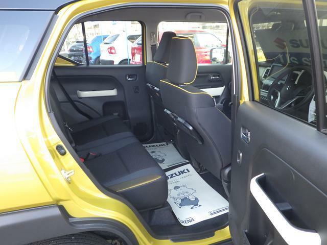 足元からスムーズにシート位置を前後に移動できるスライド機能。後方座席にも余裕のスペースが出来ます。