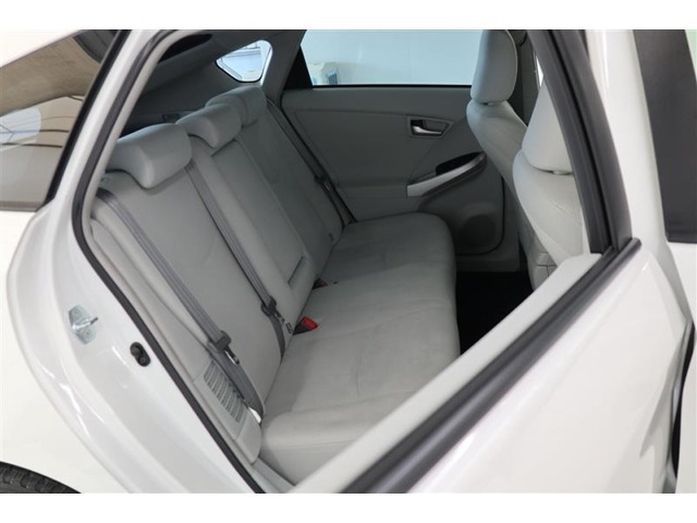 後席のひざ周りにも十分なスペースを確保!ゆとりある足元空間を実現しています♪