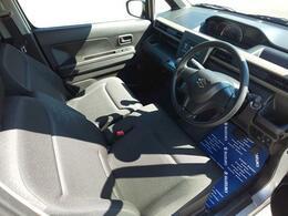 運転席はシンプルかつわかりやすい配置しにしております。