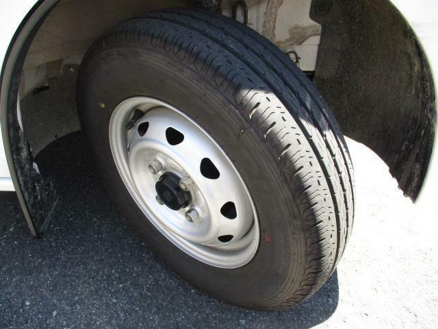 タイヤ溝フロント/リヤ5mmございます。