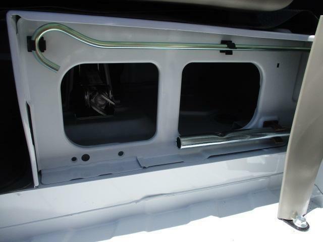 スペアタイヤ常備の為、ジャッキも完備しております。