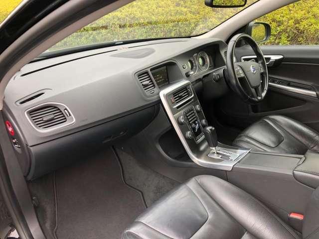 車内には気になる匂いや目立った傷、汚れ箇所などもありません。
