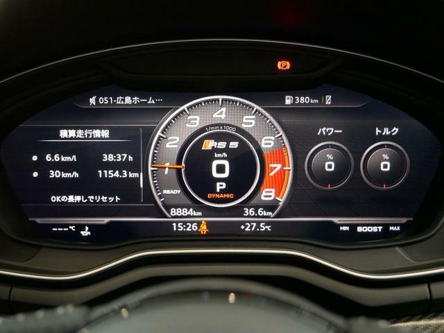 メーター中央に大型の回転計を表示するRS専用ビュー。ラップタイマーや油温表示機能もあります