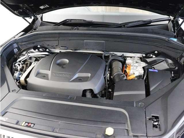 スーパーチャージャーとターボチャージャーを搭載した2.0リッターDrive-Eガソリンエンジンに、さらに電気モーターを組み合わせることで、驚くほどのパワーと、トルクを獲得しました。