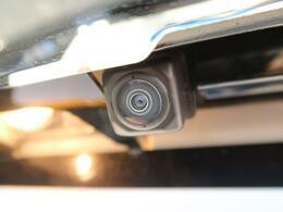 【全集囲カメラ】上から見下ろしたような視点で車の周囲を確認することができます☆縦列駐車や幅寄せ等でも大活躍です!!
