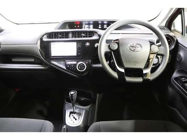 スッキリした運転席まわりで、快適ドライブが楽しめます!